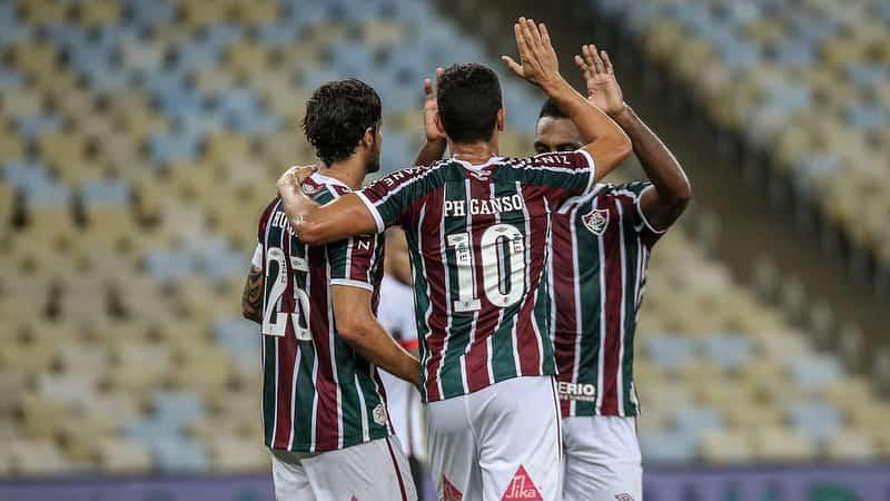 Time do Fluminense comemorando um gol.