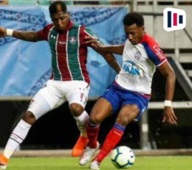 Disputa de bola entre Fluminense x Bahia
