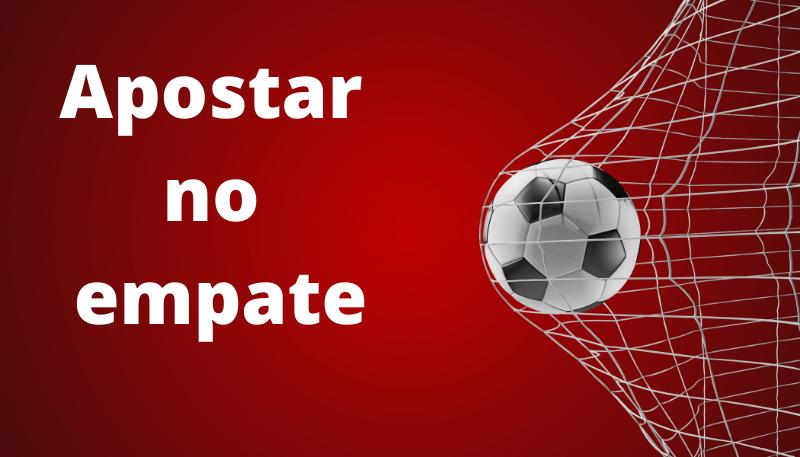 Bola de futebol batendo na rede do gol - Apostar no empate