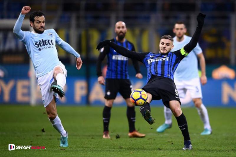 Jogadores do Inter de Milão e Lazio em campo.