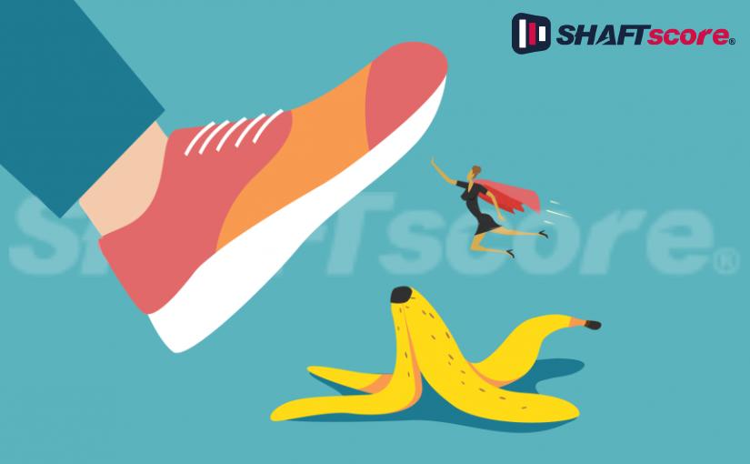 Homem quase pisando em uma casca de banana. Prevenir erros nas apostas