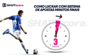 Jogador de futebol chutando a bola e um relógio marcando os minutos finais.